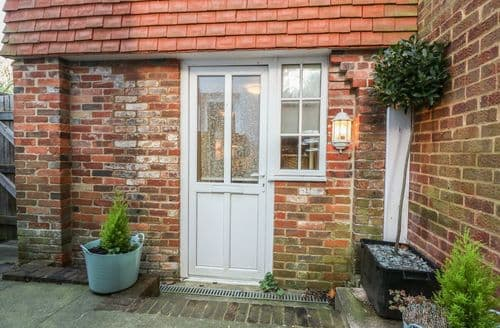 Last Minute Cottages - Beautiful Eastbourne Cottage S89034
