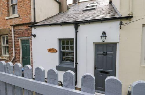 Last Minute Cottages - Excellent Robin Hood's Bay Cottage S98395