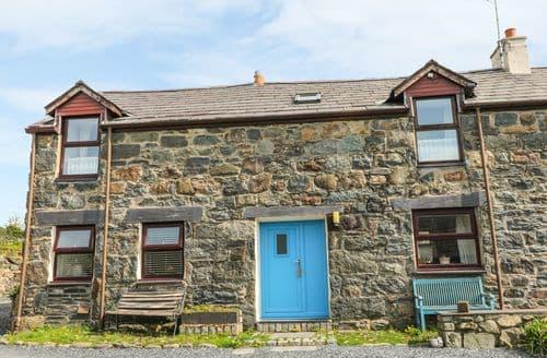 Last Minute Cottages - Excellent Llanddeiniolen Cottage S90095