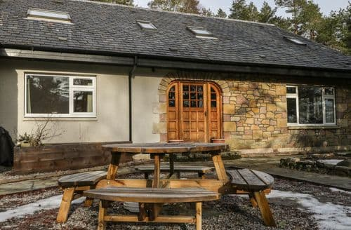 Last Minute Cottages - Cosy Garve Cottage S94366