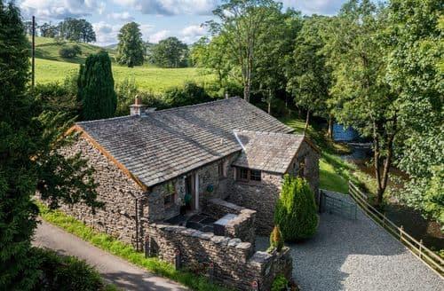 Last Minute Cottages - River View Cottage