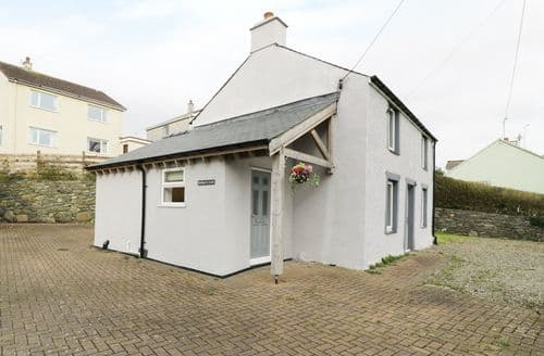Last Minute Cottages - Cosy Llandegfan Cottage S94064