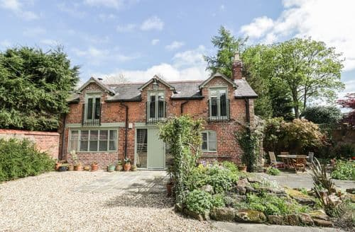 Last Minute Cottages - Charming Chester Cottage S98481