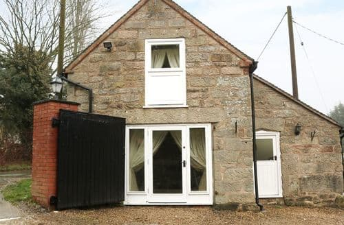 Last Minute Cottages - Dove Valley Barn at Townend House