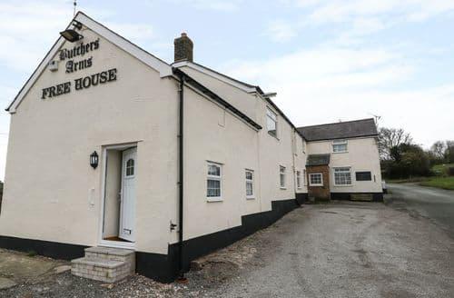 Last Minute Cottages - Wonderful Nercwys Cottage S94450