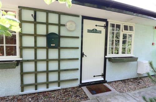Last Minute Cottages - Honeysuckle Cottage (old ref 961122)