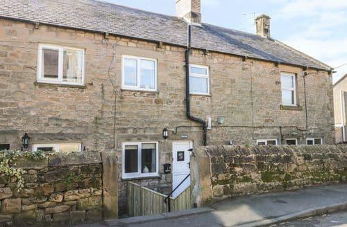 Last Minute Cottages - Charming Fourstones Cottage S96820