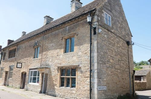 Last Minute Cottages - Beautiful Sherston Cottage S106074