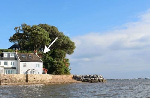 Last Minute Cottages - 1 The Quay