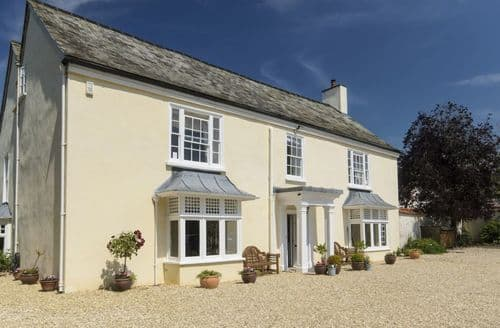 Last Minute Cottages - Abbots Manor
