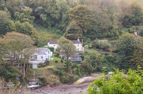 Last Minute Cottages - Attractive Newton Ferrers Cottage S96130