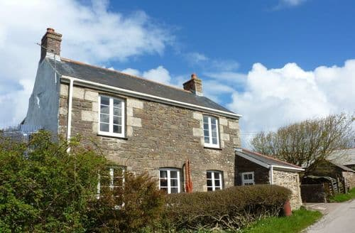 Last Minute Cottages - Captivating Mount Hawke Cottage S96241
