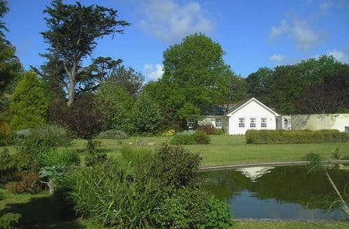 Last Minute Cottages - Beautiful Mawnan Smith Cottage S96301