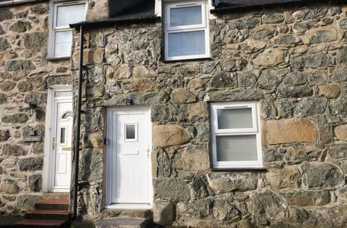Last Minute Cottages - 5 Glan Y Wern Terrace