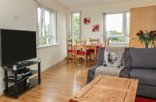 Last Minute Cottages - Flat 12