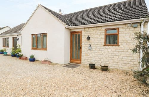 Last Minute Cottages - Lovely Chalford Cottage S97593