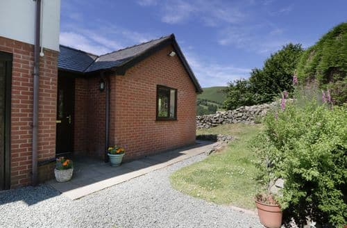 Last Minute Cottages - Bryn Coed Bach