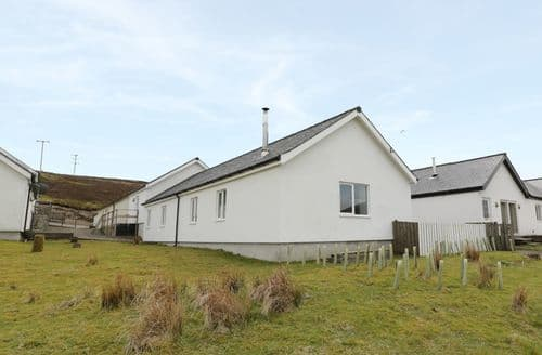 Last Minute Cottages - 4 Mountain Lodge
