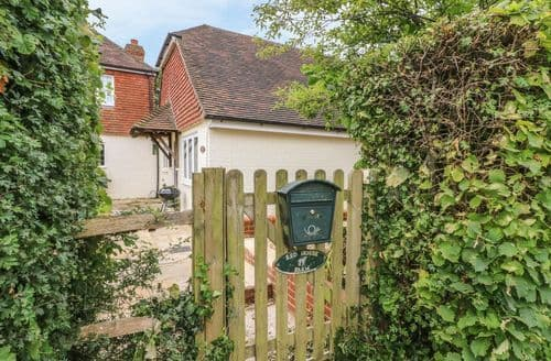 Last Minute Cottages - Tasteful Wealden Cottage S105899