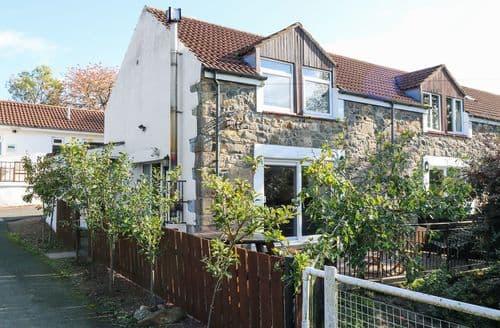 Last Minute Cottages - Delightful Belford Cottage S122805