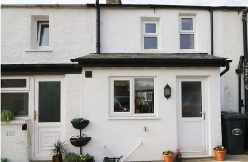 Last Minute Cottages - Luxury Holme Cottage S98221