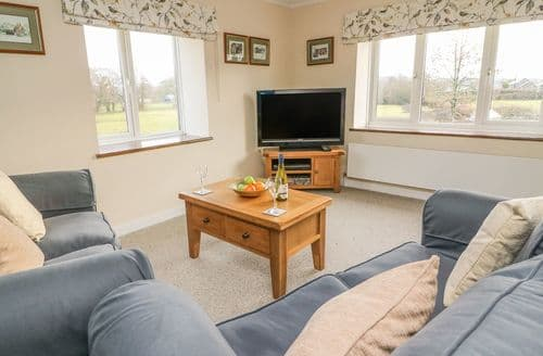 Last Minute Cottages - Maesyfelin Isaf Apartment