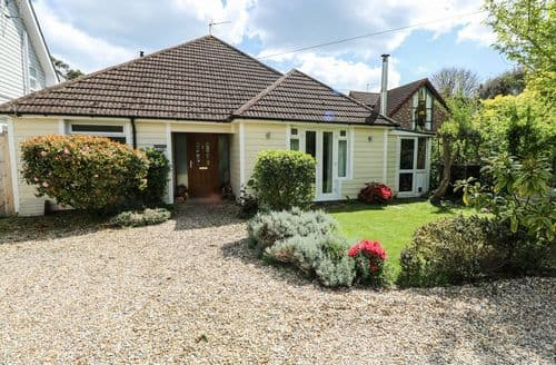 Last Minute Cottages - Quaint Bembridge Cottage S100937