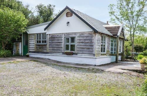 Last Minute Cottages - Quaint Menai Bridge Cottage S101278
