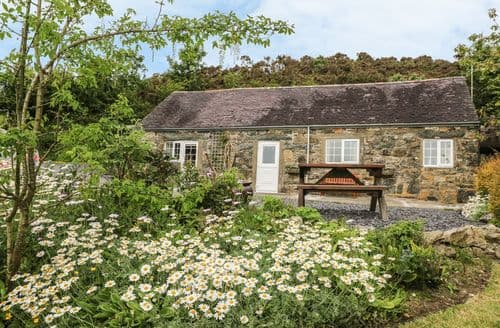 Last Minute Cottages - Tasteful  Cottage S104832
