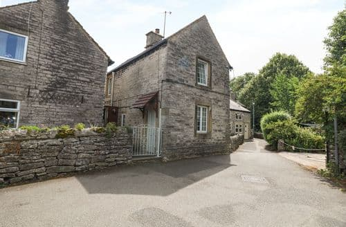 Last Minute Cottages - Captivating Castleton Cottage S114383