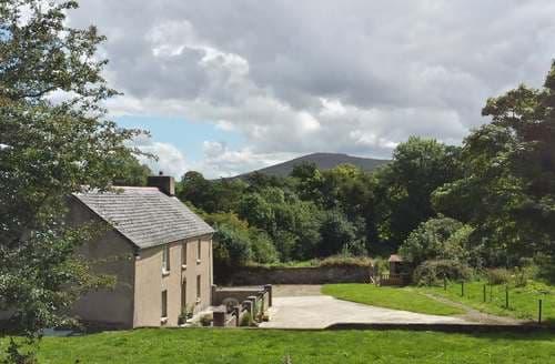 Last Minute Cottages - Rhostwarch Old Farm House