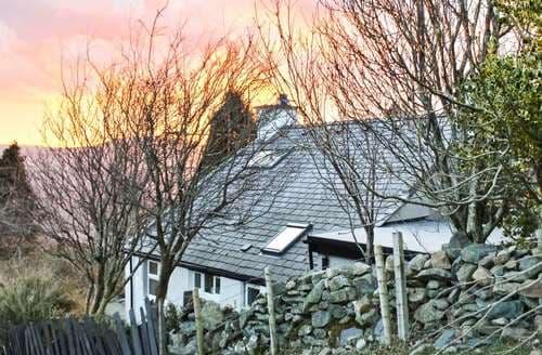 Last Minute Cottages - Superb Bethesda Cottage S123467