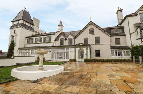 Last Minute Cottages - Apartment 33 Deganwy Castle