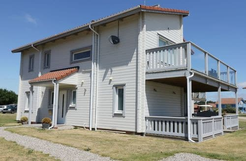Last Minute Cottages - Wonderful Great Yarmouth Cottage S105945