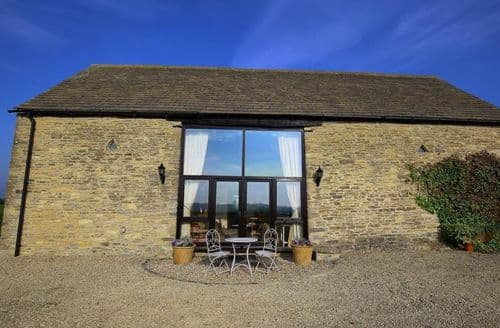 Last Minute Cottages - Gallery Barn