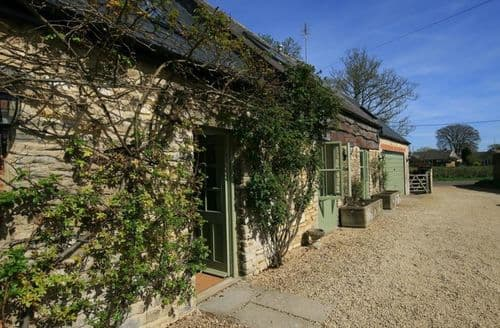 Last Minute Cottages - Somerford Cottage