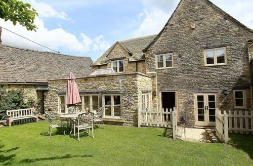 Last Minute Cottages - Coach House Burford