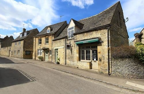 Last Minute Cottages - Burford's Old Bakery