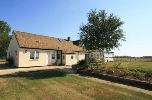 Last Minute Cottages - Inviting Witney Cottage S125896