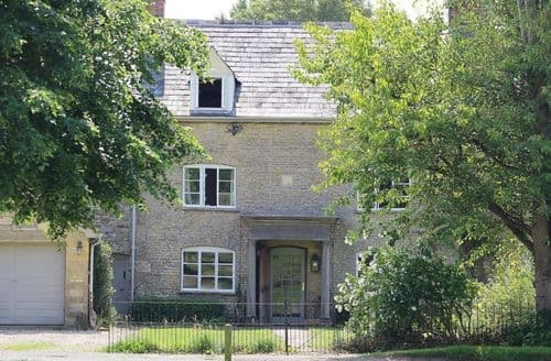 Last Minute Cottages - Charming Kingham Cottage S125929