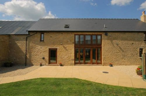 Last Minute Cottages - Tithe Barn, Lyneham