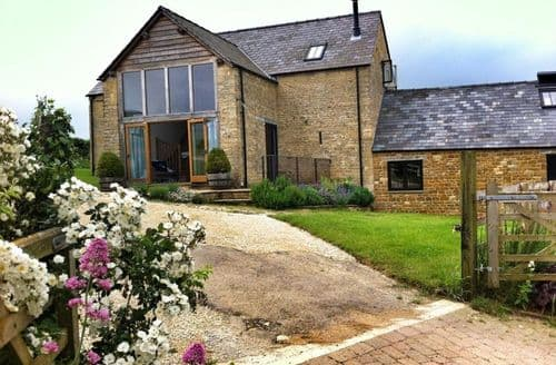 Last Minute Cottages - Adorable Barton On The Heath Cottage S125967