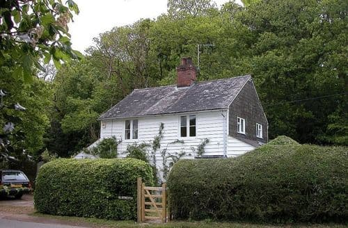 Last Minute Cottages - Beautiful Heathfield Cottage S123174