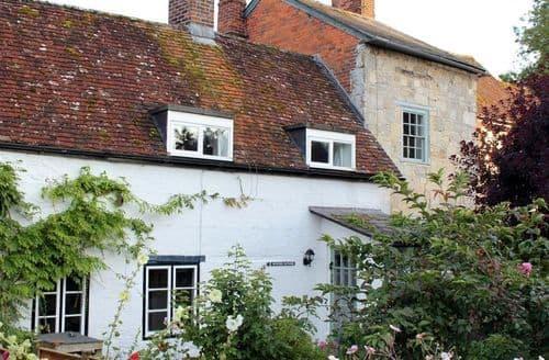 Last Minute Cottages - Lovely Salisbury Cottage S123170