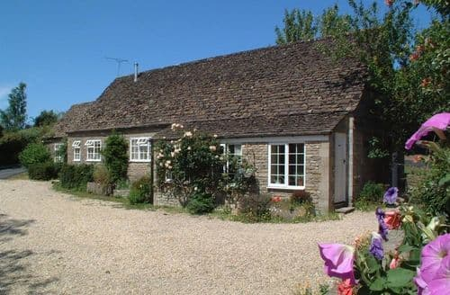 Last Minute Cottages - Stable Cottage, Little Somerford