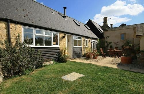Last Minute Cottages - Adorable Barton On The Heath Cottage S125990