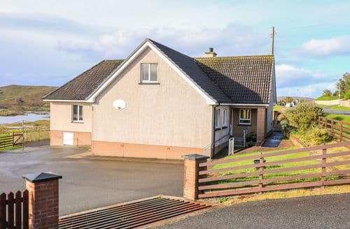 Last Minute Cottages - Inviting Balallan Cottage S123470