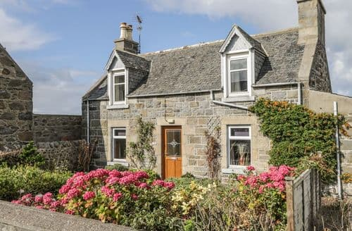 Last Minute Cottages - Stunning Whitehills Cottage S121541