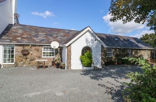 Last Minute Cottages - Lovely DWYRAN Cottage S121888