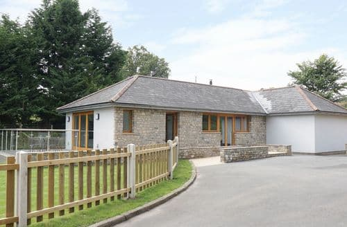 Last Minute Cottages - Cae Deini